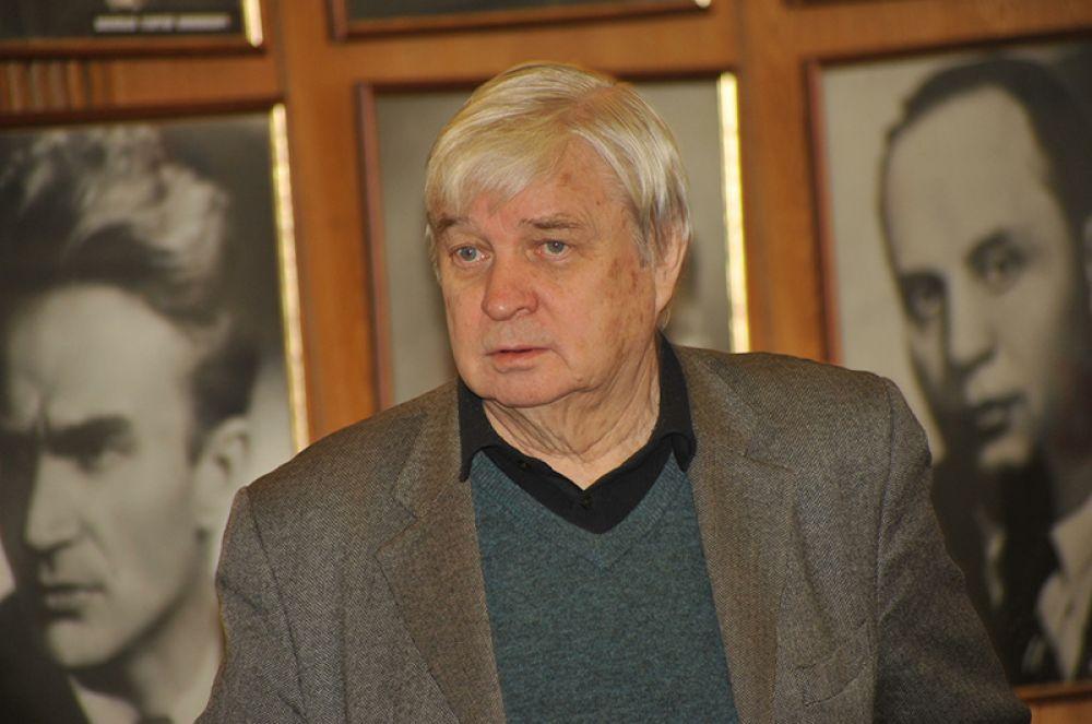 Вторым мужем стал режиссёр Александр Стефанович, с которым Пугачева прожила тоже 4 года. Именно Стефанович дал ей несколько советов, которые определили музыкальный стиль будущей Примадонны.