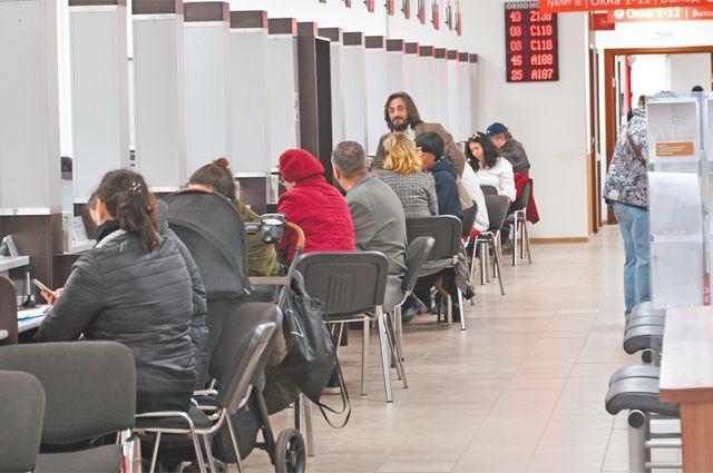 Вцентрах государственных услуг «Мои документы» действует система электронного управления очередями, время ожидания– не более 15 минут, всреднем посетители ждут не больше 3 минут.