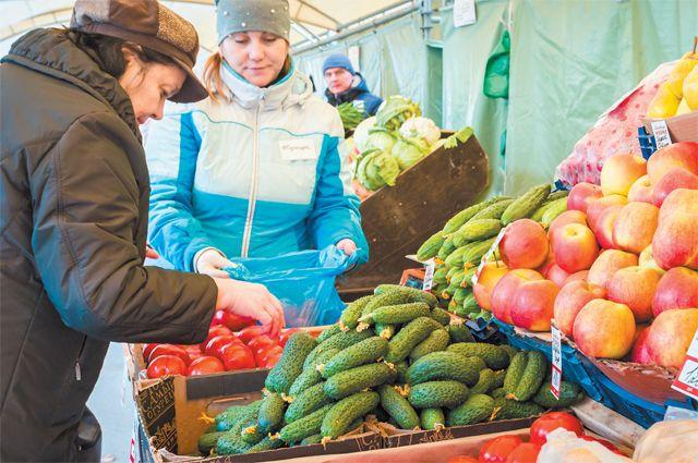 Наярмарках выходного дня разрешено продавать сельскохозяйственную продукцию, продовольственные товары, атакже изделия народных художественных промыслов.