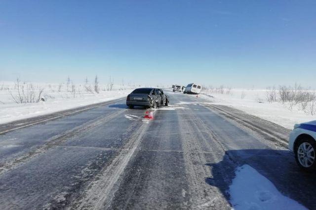 В ДТП на трассе «Сургут - Салехард» в ДТП пострадали два человека