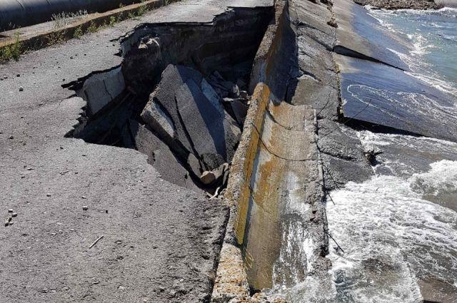 В Омской области паводок смывает дамбы