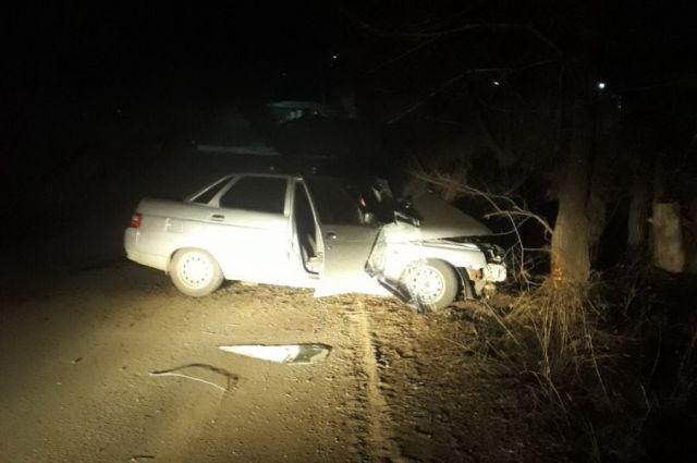 В Новоорском районе подросток на «ВАЗе» врезался в дерево