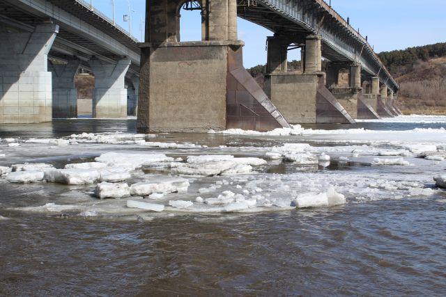 На сегодняшний день реки не достигли опасного уровня.