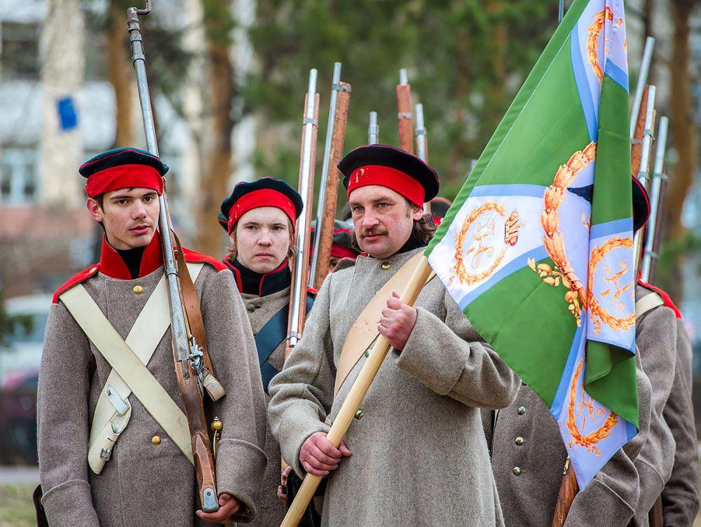 Русские воины со знаменем