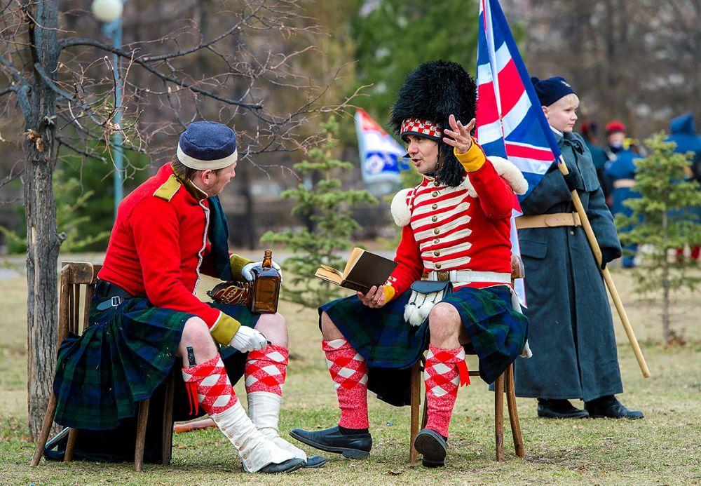 Шотландские солдаты на привале