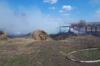 В Бугурусланском районе огонь  при сжигании травы перекинулся на постройки