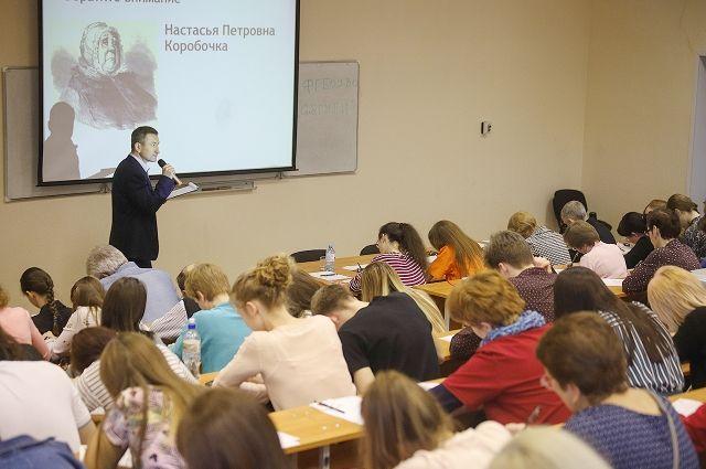 Вице-президент «Ростелекома» впервые прочел Тотальный диктант новосибирцам