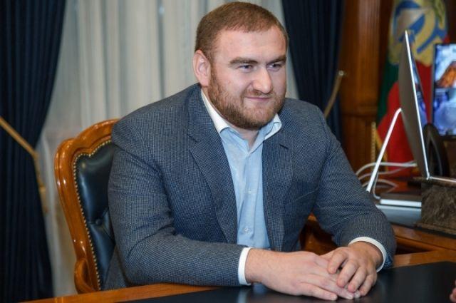 Защита Арашукова: арестованный сенатор подал декларацию о доходах в срок