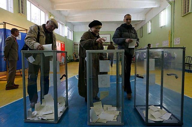 У председателя избирательной комиссии на одном из участков Луцка неизвестные выкрали избирательную документацию и печать.