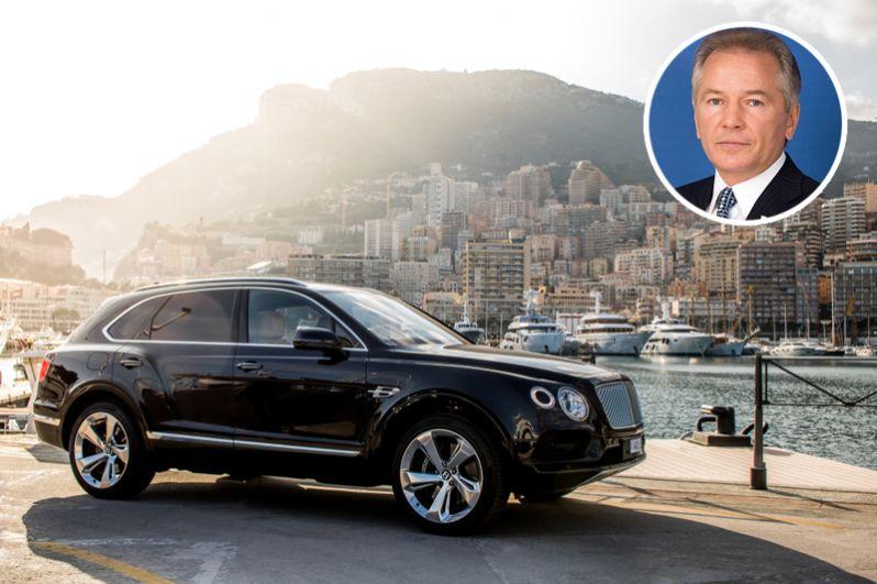 Сенатор от Камчатского края Валерий Пономарев, ставший лидером по доходам среди членов Совета Федерации, также владеет четырьмя автомобилями: Bentley Bentayga W12, Bentley Arrange R, Ferrari F430 и ГАЗ-21.