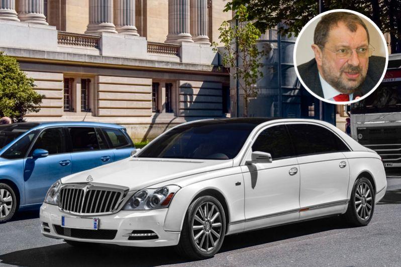 Владислав Резник задекларировал и 15 автомобилей, среди которых «УАЗ Патриот», четыре автомобиля Mercedes, Maybach 62S и Hummer H1.