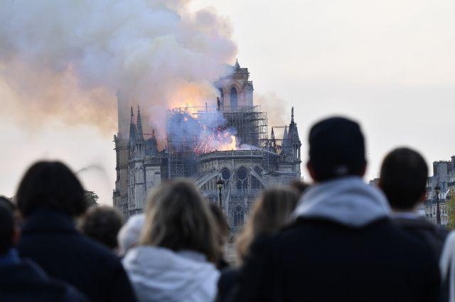 Пострадавших при пожаре в соборе Парижской Богоматери нет