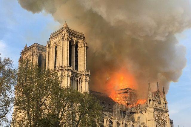 В Париже вспыхнул пожар в Соборе Парижской Богоматери: подробности