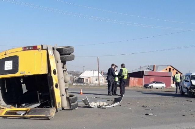 В Орске в ДТП с «Газелью» пострадали 5 женщин и 5 детей