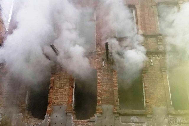 В Днепре пожарная служба больше часа тушила пожар