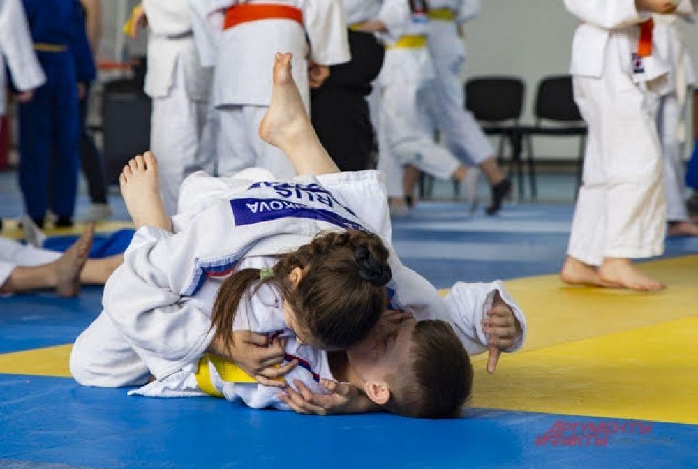 По итогам соревнований новосибирские дзюдоисты завоевали десять золотых, пять серебряных и десять бронзовых наград.
