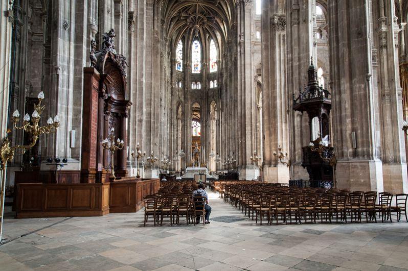 Внутри собора Парижской Богоматери.