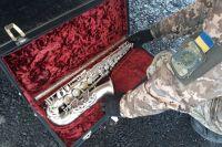 На КПВВ Гнутово обнаружили саксофон стоимостью более полумиллиона гривен