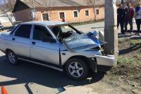 В Новотроицке водитель «ВАЗа» врезался в опору ЛЭП