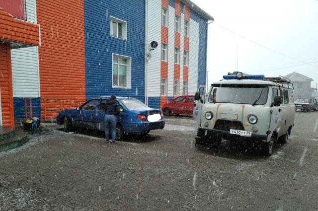 Операция по спасению проводилась на стоянке возле гипермаркета «Светофор» на Ленинском тракте.