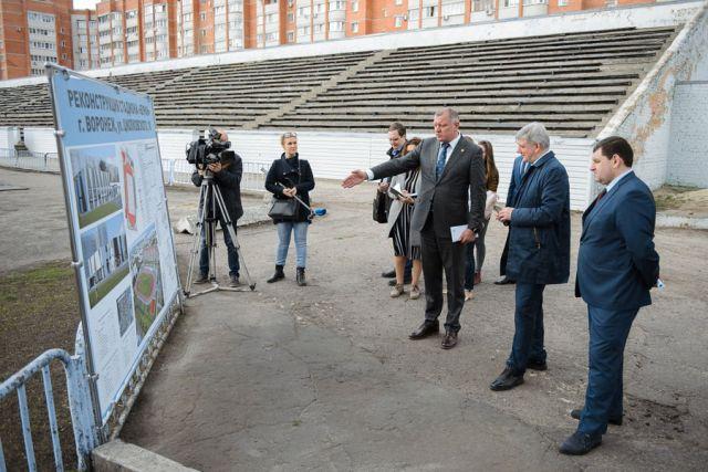 Стадион «Буран» посетил губернатор Александр Гусев и принял ряд решений о его реконструкции.