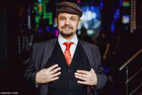 Эльдар Акжигитов: подобрал костюм с галстучком, как на портретах вождя, освежил в памяти основные тезисы его речей - и пошёл