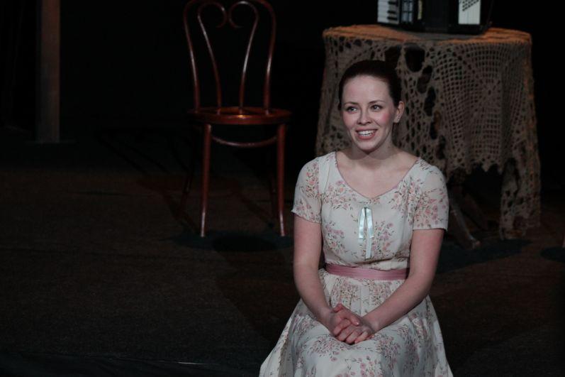Актриса поделилась, что ее отец похож на отца Людмилы Гурченко. Поэтому девушка и взялась за эту постановку.