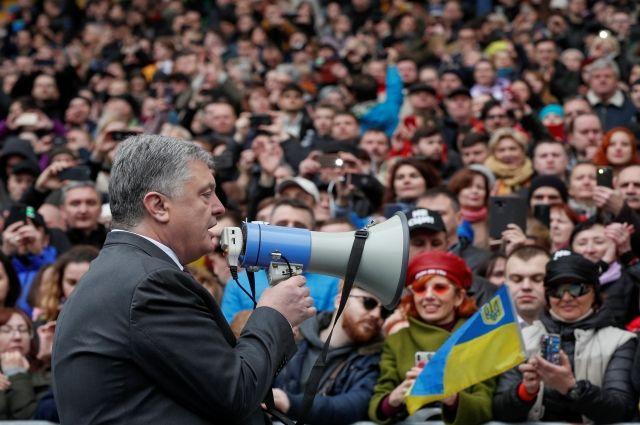 Названы расходы штабов Зеленского и Порошенко на проведение дебатов