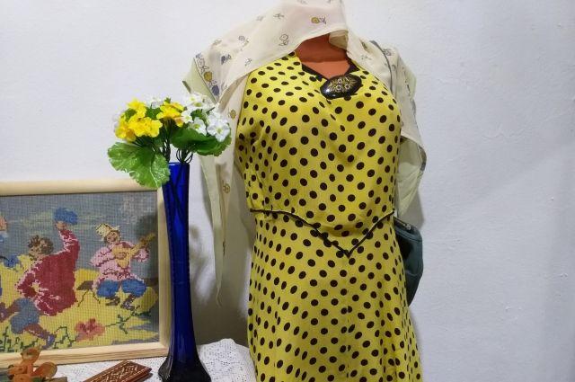 Крепдешиновые платья в горошек были на пике моды в 50-60-е годы.