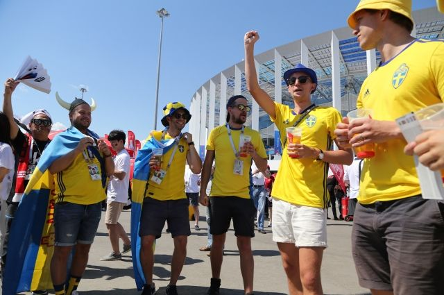 Шведские болельщики поразили нижегородцев страстной преданностью национальной сборной и бесшабашным весельем.