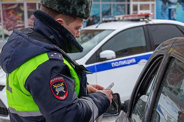 Наряд ДПС ГИБДД остановили машину, которой управлял пьяный водитель.