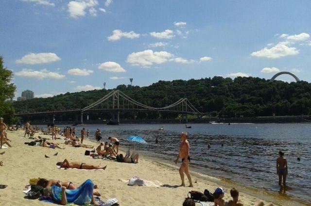 В Киеве назвали пляжи, на которых разрешат купаться