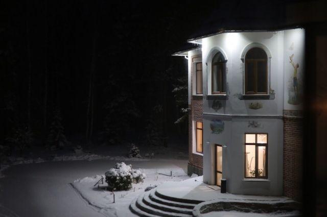 В Омский «Дом радужного детства» забрёл погреться лесной ёж