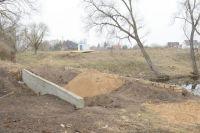 Та самая дамба: на дне ручья вполне могли находиться тысячелетние артефакты.