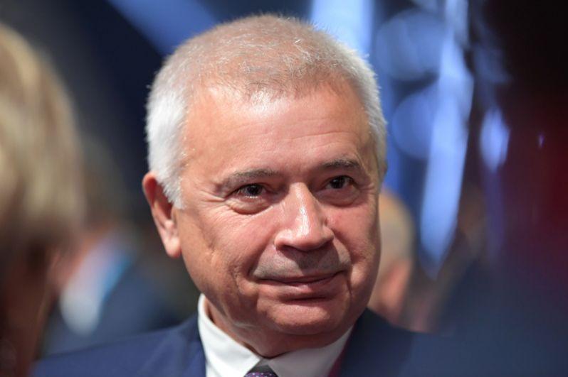Президент «Лукойла» Вагит Алекперов открывает тройку богатейших российских бизнесменов, его состояние оценивается в 20,7 млрд долларов.