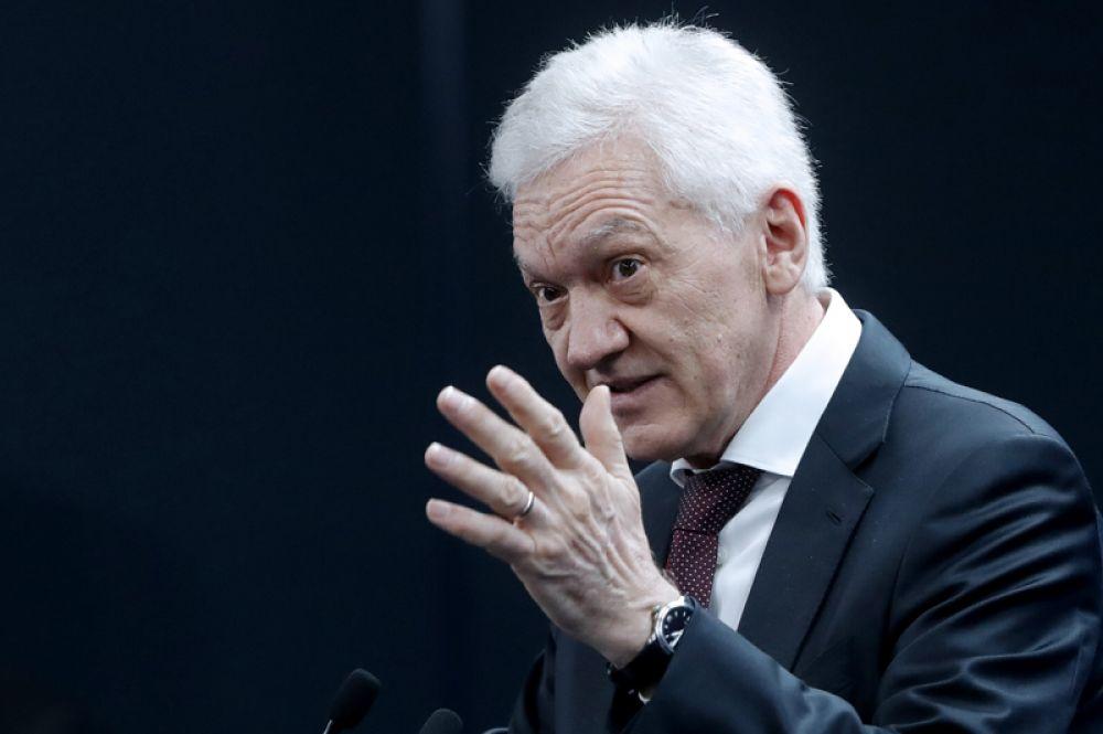 Пятое место у члена совета директоров «Новатэка» и «Сибура» Геннадия Тимченко, чье состояние оценивается в 20,1 млрд долларов.