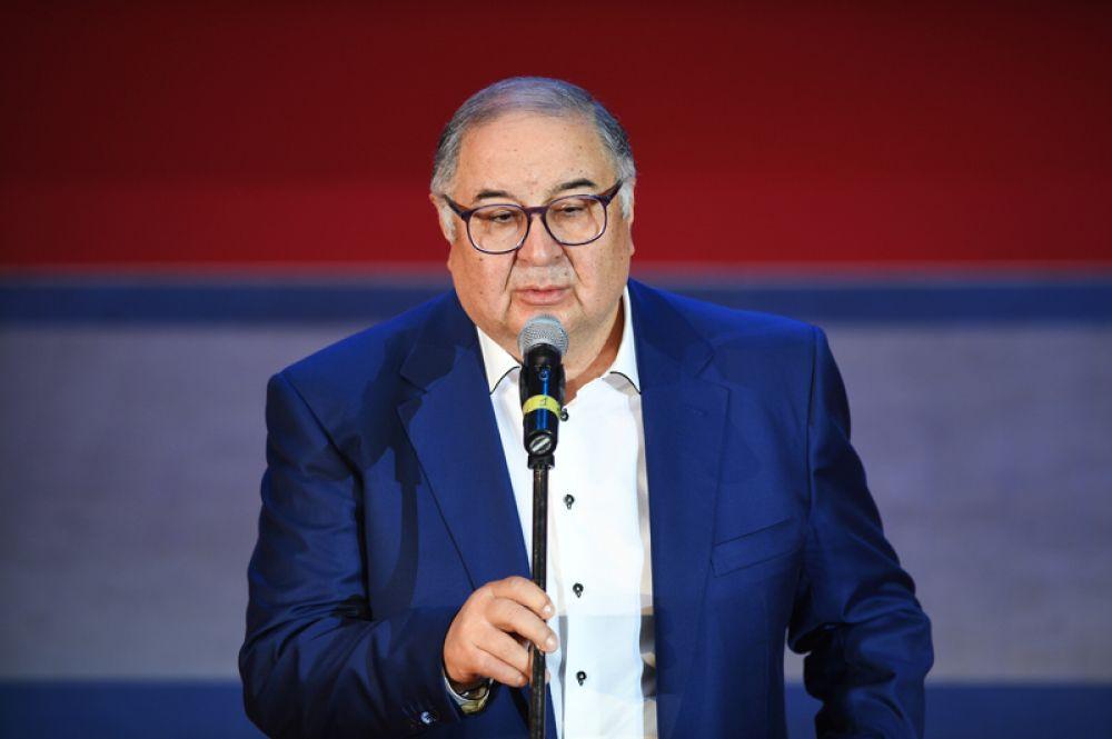 На девятом месте — основатель и акционер «USM Холдинг» Алишер Усманов, его состояние оценивается в 12,6 млрд долларов.