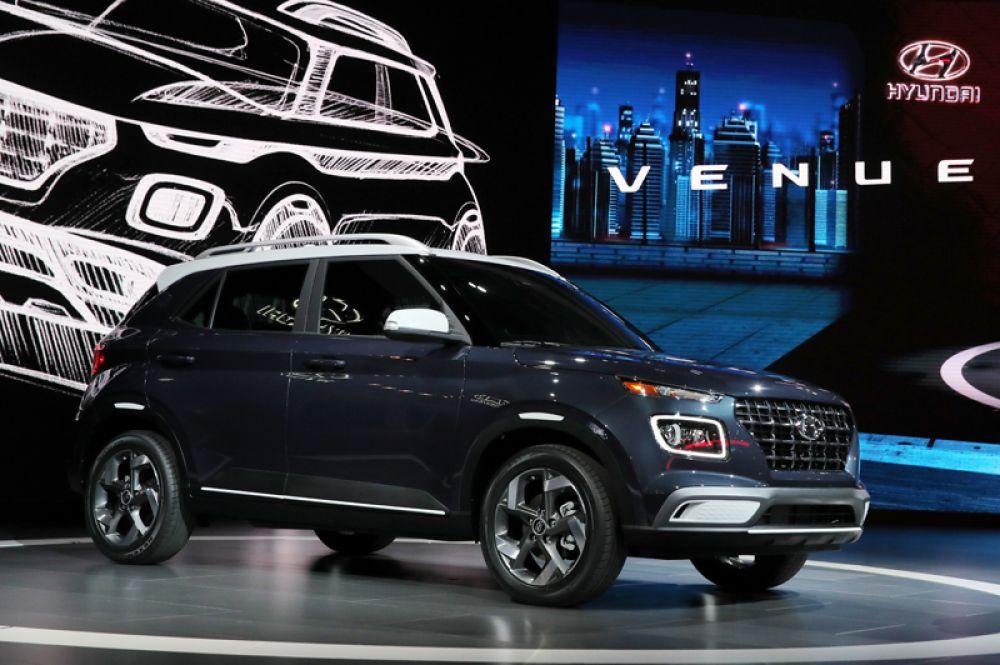 Компания Hyundai представила на шоу две новинки: новый компактный кроссовер Venue — самый младший из линейки внедорожников.