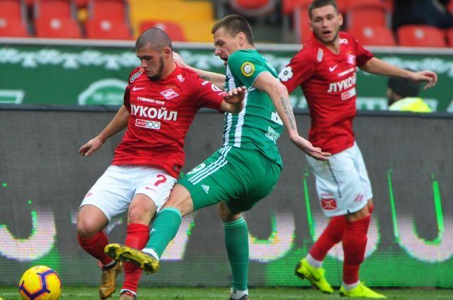 Футболист «Спартака» Аяз Гулиев (слева)