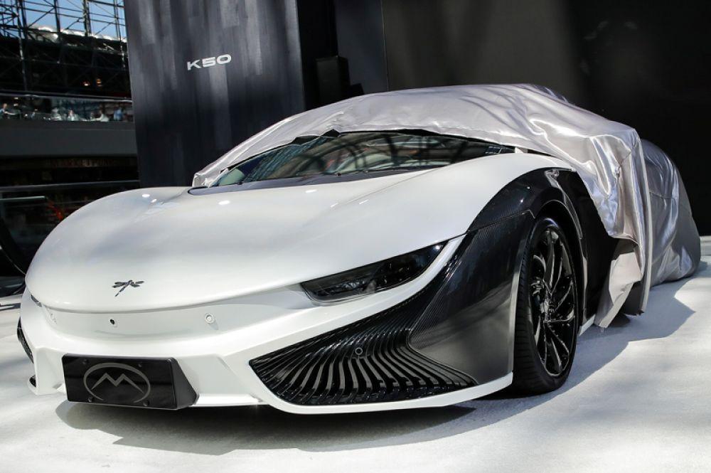 На автосалоне в Нью-Йоре представили также роскошный спортивный электромобиль Mullen Qiantu K50.