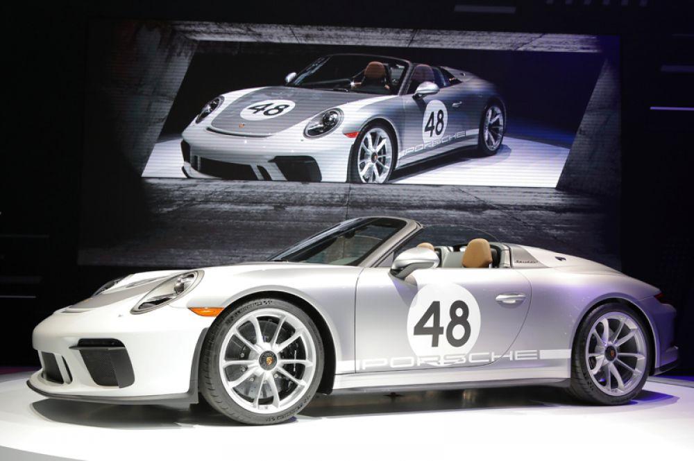 Компания Porsche представила новинку — модель 911 Speedster.