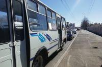 В Оренбурге автобус несколько метров протащил пассажирку по дороге