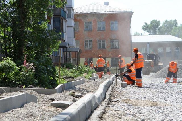 11 скверов и 126 дворов отремонтируют.