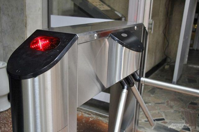 На Северном вокзале по утрам турникеты заработали в реверсивном режиме