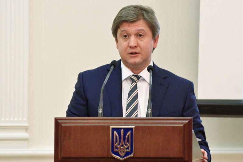 Александр Данилюк будет заниматься международной деятельностью, экономикой и финансами.