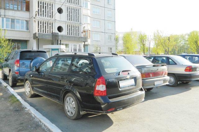 В Одессе неизвестный громил автомобили кастрюлями и сковородками