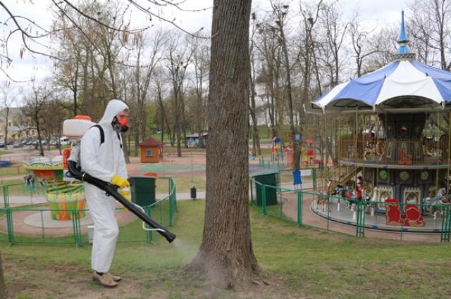 Омичей просят не ходить в городские парки