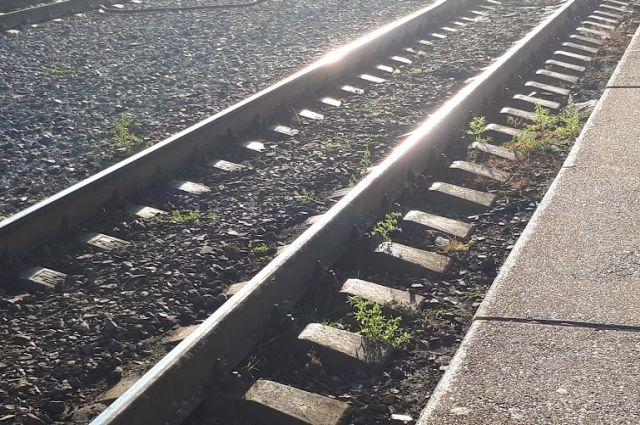 В Индии в результате схода поезда с рельсов пострадали 13 человек