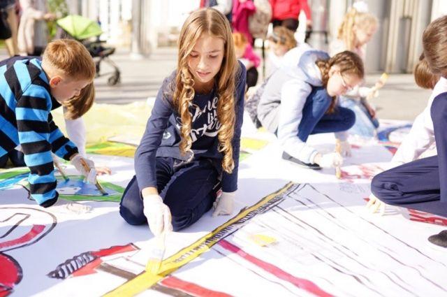 Рисунки тюменских школьников покажут на выставке в Сочи