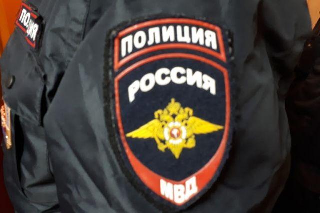Полицейские опровергли информацию о том, что в стёкла машины стреляли.